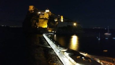 Photo of Luci a led sul ponte del Castello, monta la protesta: «Ridateci il calore del pontile»