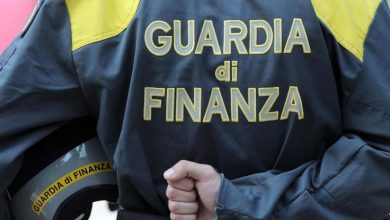 """Photo of Commemorazione defunti, fiori """"in nero"""": raffica di denunce della Finanza"""