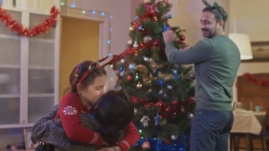 Photo of Alilauro, il video di Natale è emozionale: la mamma torna a casa in tempo per festeggiare