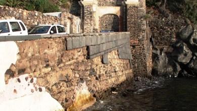 """Photo of La guardia costiera chiude la vecchia """"current"""" al passaggio delle barche  Sempre più abbandonato l'antico ponte aragonese a tratti transennato"""