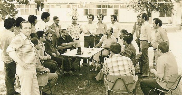 C:\Users\ILHAN\Desktop\AGUSTOS BULTENINE GIRECEKLER\Ataturk Kampi'da roportaj 1970.jpg