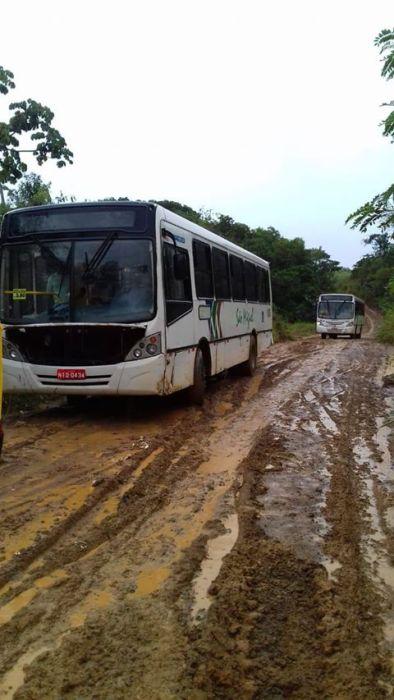 ILHÉUS: Itariri está sem transporte público e sem energia 5