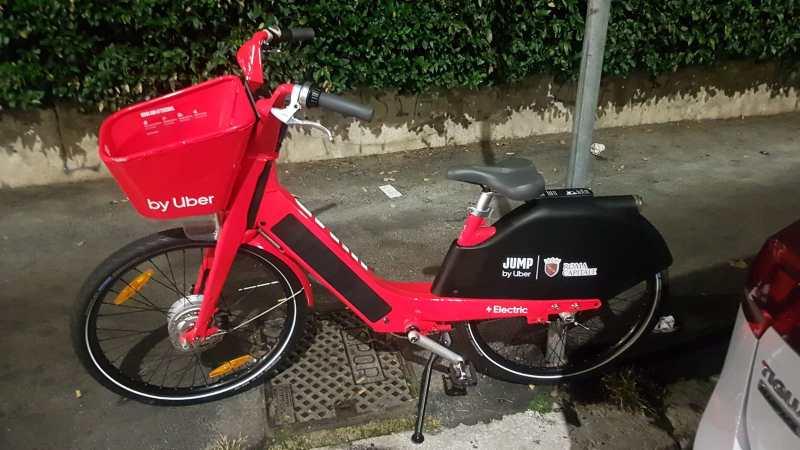 Rossa, smart ed elettrica: arriva JUMP, la bicicletta targata Uber