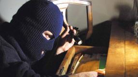 Eclatante notizia: non solo a napoli si ruba! Chiarimenti sul furto a casa di Cavani.