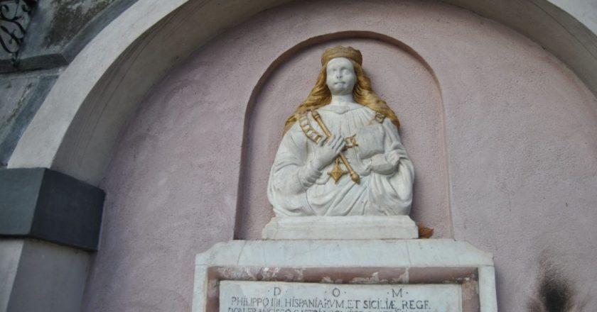 Catania, nuovo sfregio alla fontana di Sant'Agata: vandalizzata a colpi di mazza