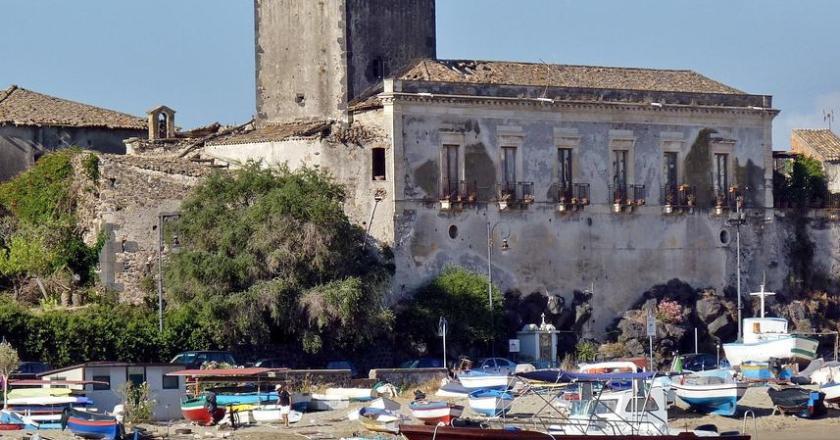 Castello Schisò, è polemica: Pd e Legambiente attaccano Musumeci