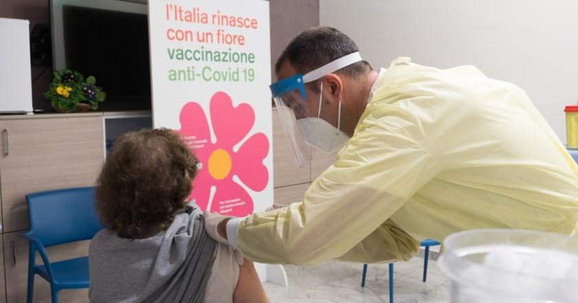 """Vaccini anti Covid, Attiva Sicilia: """"Servono linee guida per dosi non utilizzate"""""""