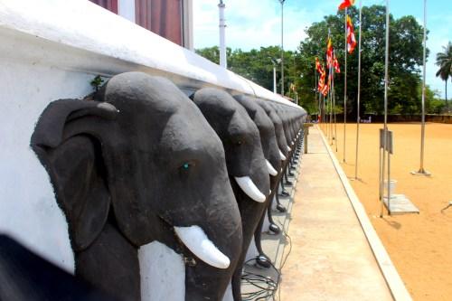 Sri Lanka - Ruwanweliseya Dagoba1