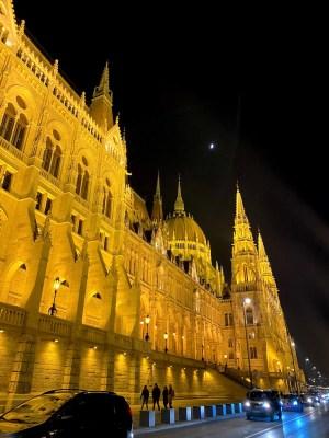 Budapest - Parlamento lungo Danubio
