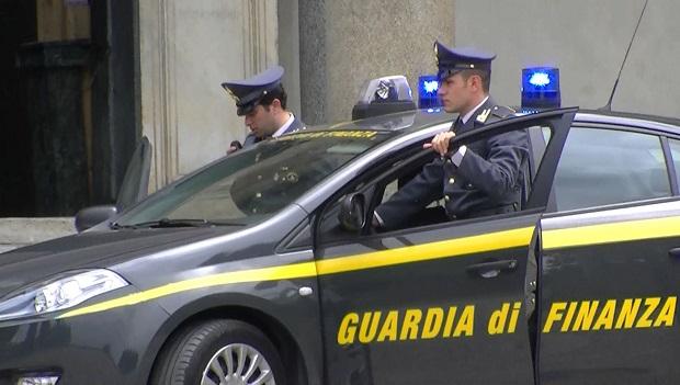 Napoli, compravendita illegale loculi cimitero: sequestri