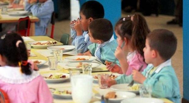 Bimbi si ammalano dopo il pranzo: sospesa refezione in 19 scuole