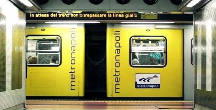 Napoli, pacco sospetto alla stazione della metro, stop alle corse