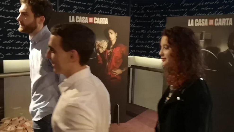 Il Cast Della Serie La Casa Di Carta Sorprende I Fan A Roma