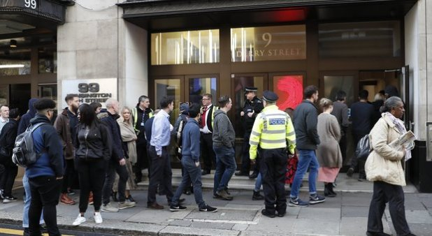 London, one man wounds two people at Sony headquarters with machetti