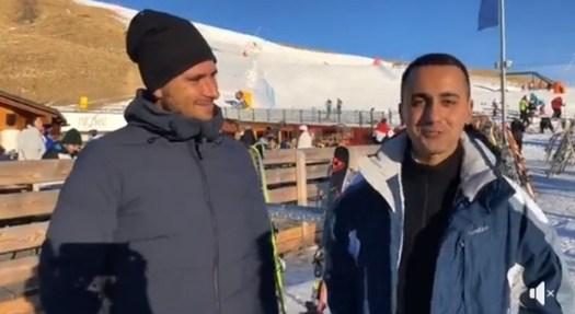 Di Maio in diretta Fb (con Di Battista sulla neve): «Tagliamo gli stipendi ai parlamentari»