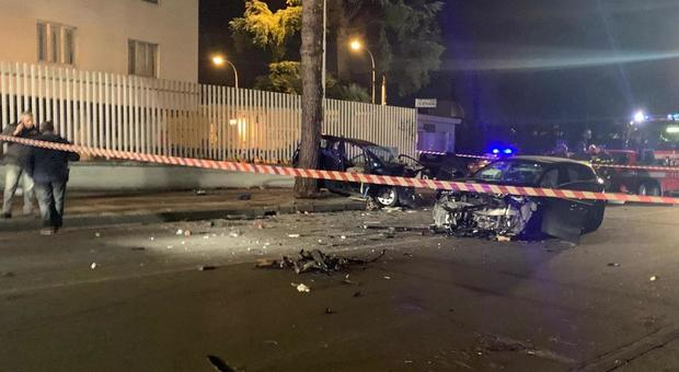 Naples, terrible frontal accident in the night: a 17-year-old woman died, seven wounded young people