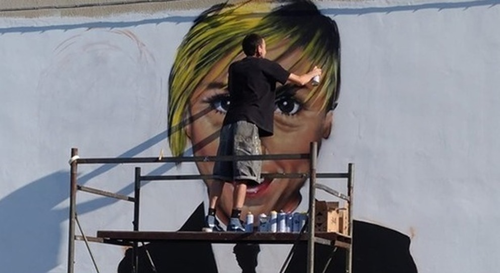 Hai mai pensato ai murales come ad un elemento d'arte e di design per. Nadia Toffa Un Murales La Ricorda A Taranto Un Mese Fa La Scomparsa