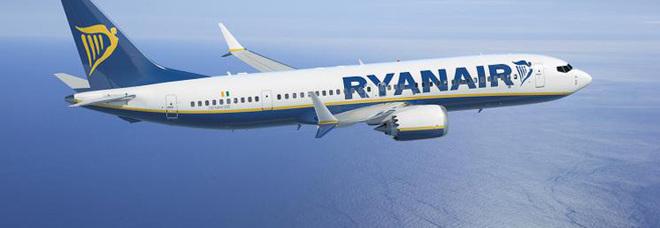 Il volo Ryanair parte con 20 ore di ritardo e ignora la presenza di una donna incinta: «Nessuno ci ha risarciti»