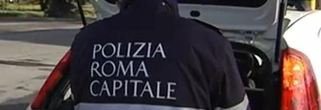 Auto perde il controllo e si schianta contro un palo: una giovane muore all'Eur