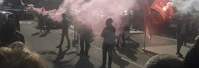 Cassino operai  protestano davanti fabbrica Fca