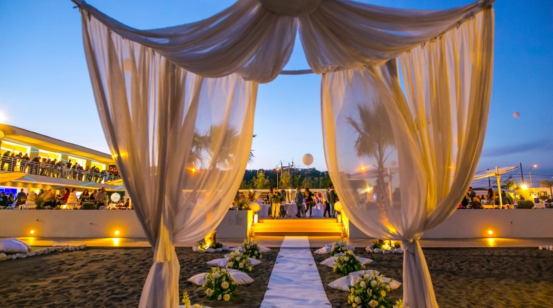 "Primavera in riva al mare ""The Beach Wedding party"" nuove tendenze di matrimonio"