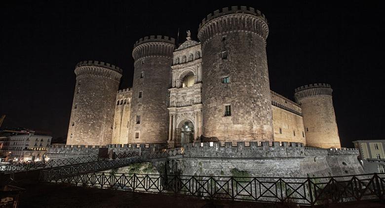 25 aprile e 1 maggio, le aperture straordinarie e i percorsi turistici che aprono le porte del Maschio Angioino