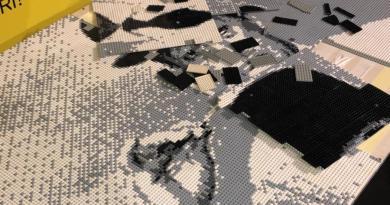 Danno al volto in LEGO di Totò: i due fidanzati di Salerno si rifiutano di risarcire il restauro dell'opera