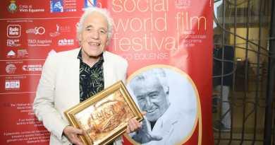 Abel Ferrara al gran gala di premiazione del Social World Film Festival