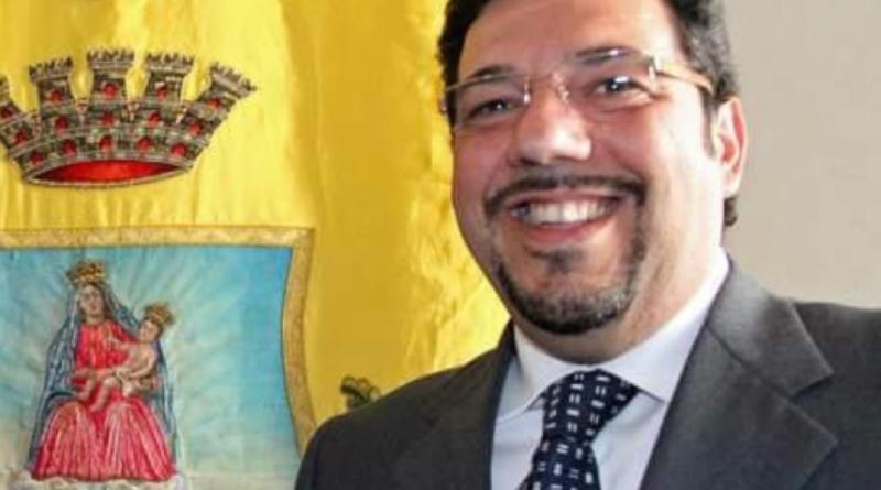 """Campagna pro cannabis, bufera sull'onorevole Di Lauro. FdI: """"Dimissioni immediate"""""""