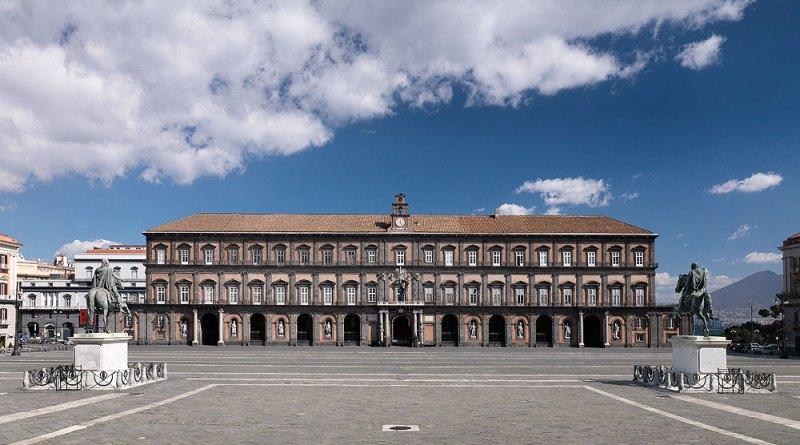 Palazzo Reale di Napoli apre con la nuova illuminazione delle sale