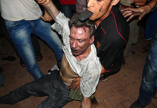 Il corpo dell'ambasciatore Usa Stevens