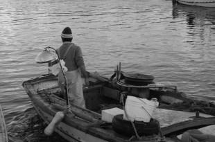 Pescatori-Barca con rete- Copyright Panastudio. Tutti i diritti riservati