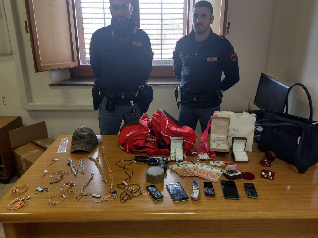 Palermo, violenta rapina presso una gioielleria della Marinella