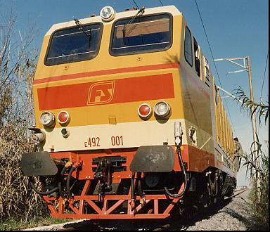 E 492 001 durante lo svolgimento delle prove tra le stazioni di Civitavecchia ed Aurelia il 17/12/87 (© Marco Agretti)