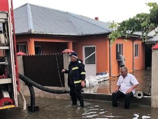 Zeci de locuințe și gospodării afectate de căderile semnificative de ploi. FOTO ISU Ialomița