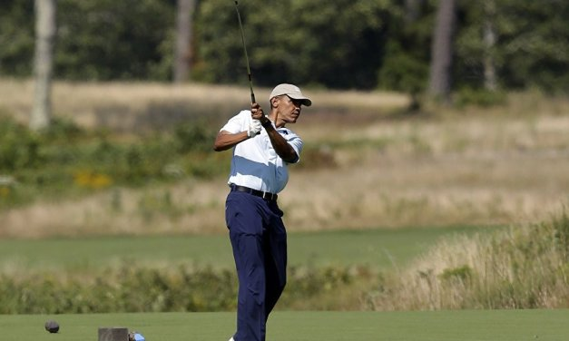 Castiglione del Bosco (Siena): Obama gioca a golf insieme a Richard Parsons