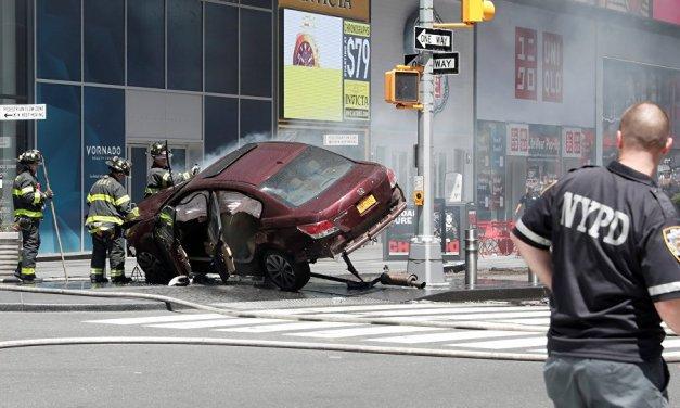 New York: un'auto piomba sulla folla a Times Square e travolge decine di persone!