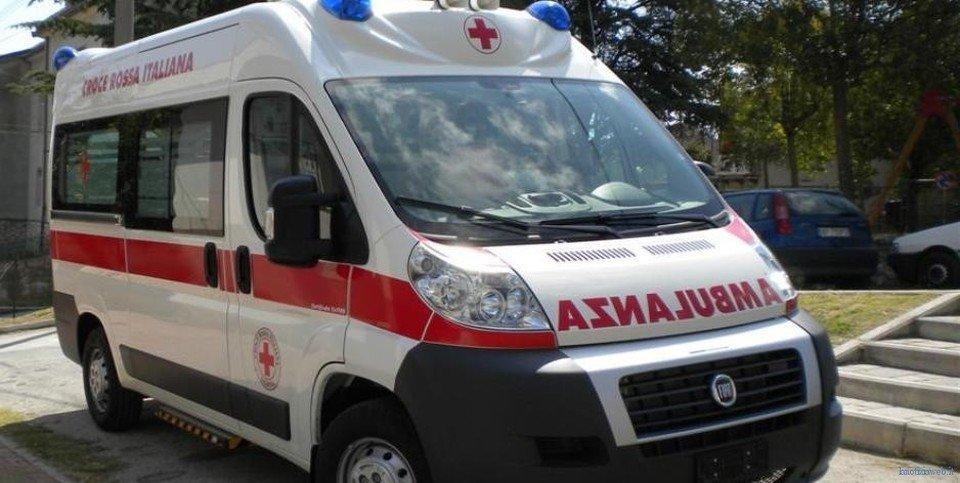 Scooterone contro auto sulla statale 16 Adriatica, muore centauro