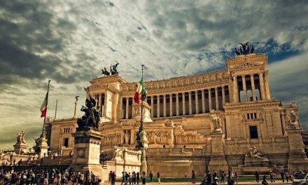Roma, 41nne assalta una banca: aggrediti presenti e agenti di Polizia