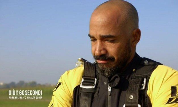 Amaurys Perez in lacrime: il pensiero va al padre durante il volo | VIDEO