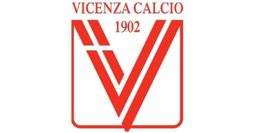 I tifosi fermano la Beretti del Vicenza allo stadio: