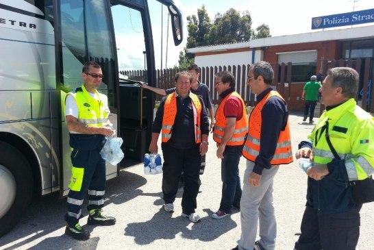 protezione civile- autobus-incendiato