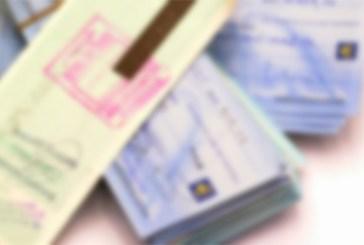 Assegni falsi per comprare auto e moto, 28enne arrestato