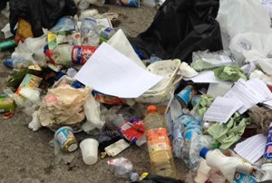 Accumulo abusivo di rifiuti, multati due cittadini e un'attività