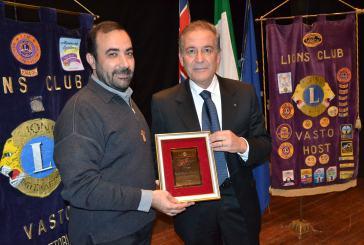 In un gremito Teatro Rossetti consegnato il Premio Giuseppe Pietrocola a don Gianfranco Travaglini