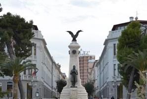 Piazza Rossetti, saranno abbattuti i pini monumentali