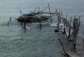 Con le mareggiate di ieri è crollato il trabocco Turchino