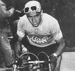 Fossacesia: un monumento in onore del ciclista Alessandro Fantini