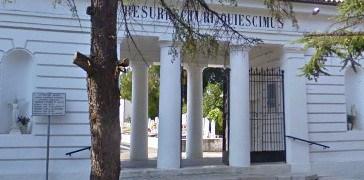 Scattano le manette al cimitero di Vasto
