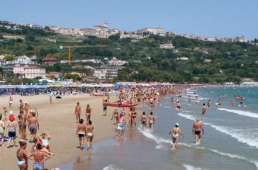 Spiagge, l'Ue boccia le proroghe